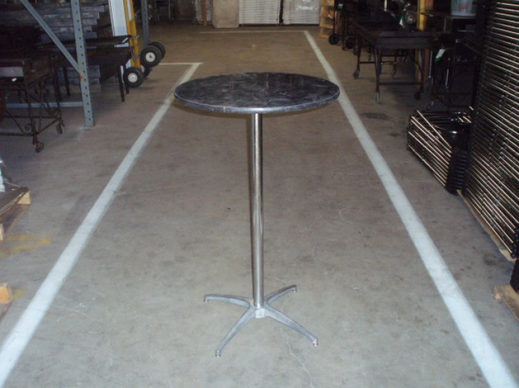 24 Round Cocktail Table